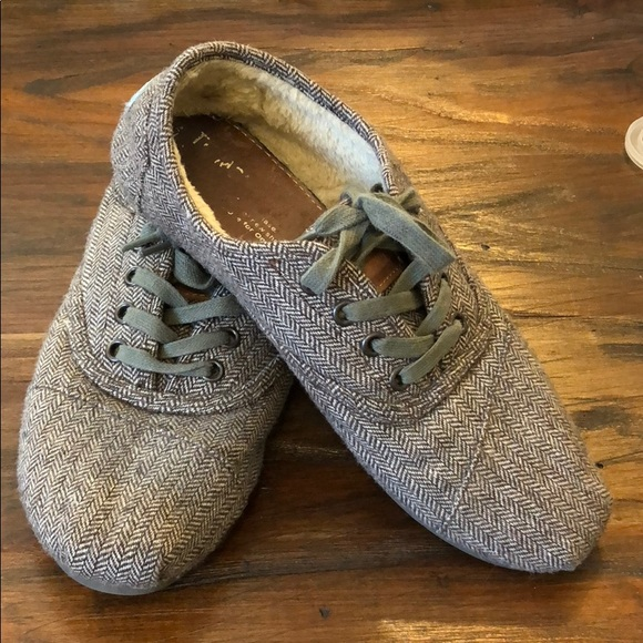 077aa18fc92 Toms faux fur lined shoes. M 5aa581ae1dffdaf774e4d97b